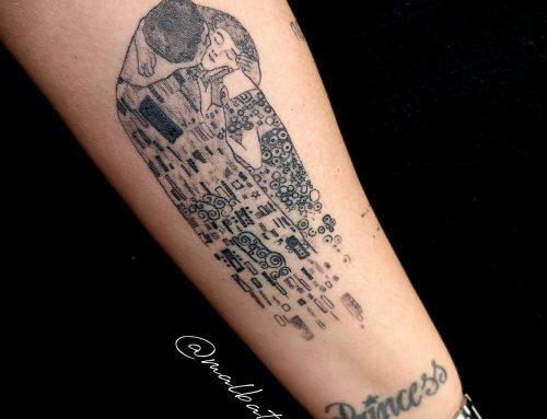 Tatuaje El beso, de Gustav Klimt