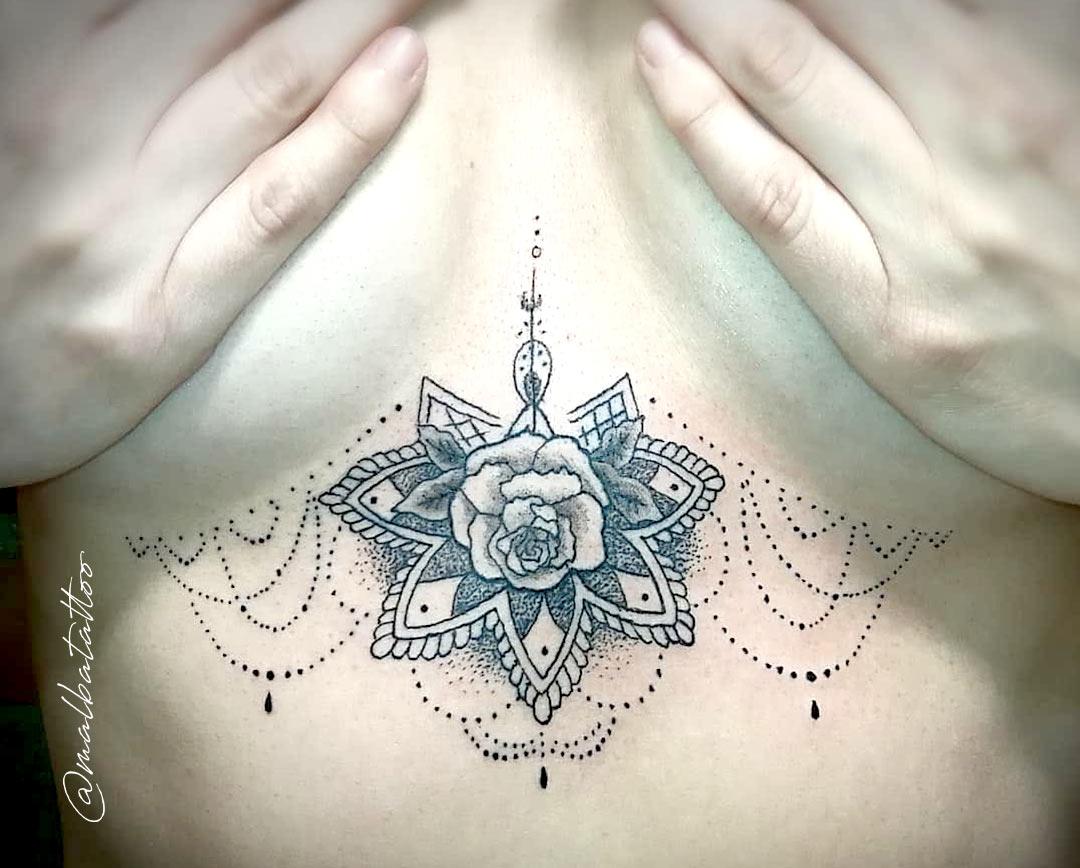 Tatuaje mandala con rosa